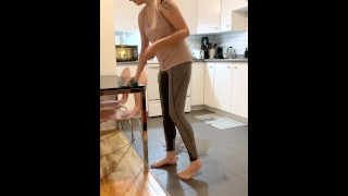 Amateur XXX :Casually wetting in the kitchen